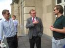 Diskussionen wurden auch auf der Terrasse weitergeführt